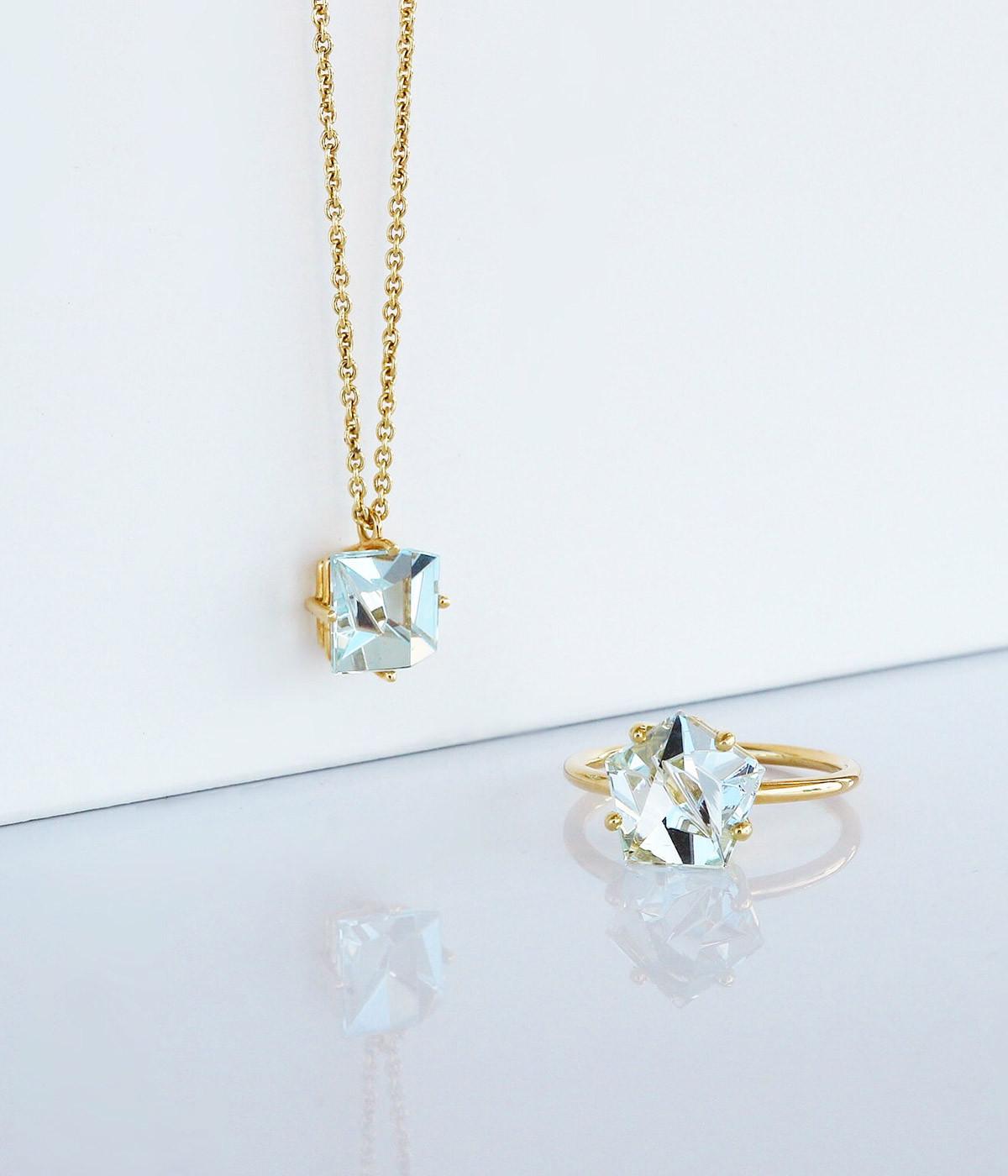 Gold pendant aquamarine