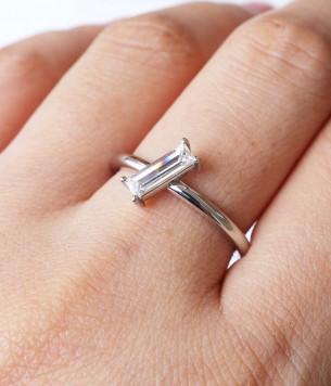 Platinum and beam baguette diamonds ring