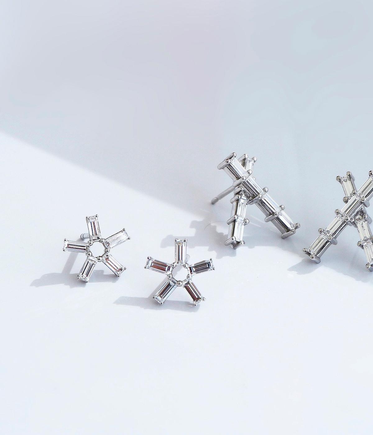 Platinum and beam baguette diamonds earrings