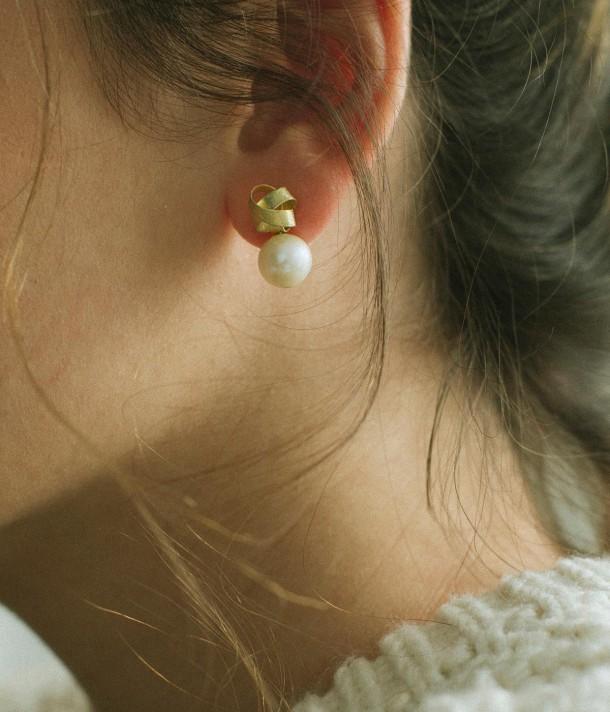 Short love knot earrings