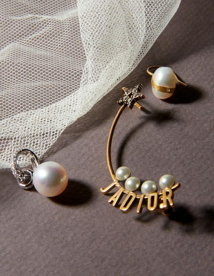 VANITATIS STUDIO  Vuelven las damas con perlas.